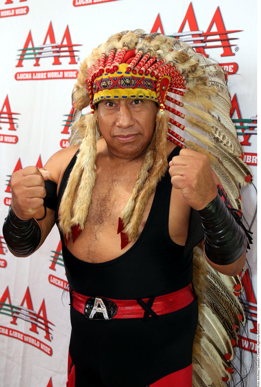 """Al """"Apache"""" le sobreviven sus dos hijas Faby y Mari Apache, además de que fue pareja de la también luchadora Lady Apache. Foto AGENCIA REFORMA"""