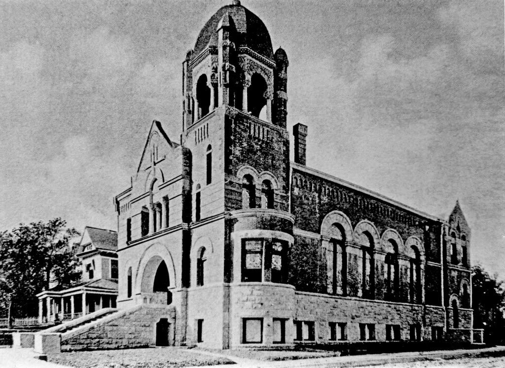The second Temple Emanu-El, dedicated at Ervay & St. Louis in 1899