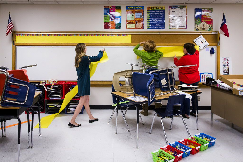 New teacher Katie Walston, left, is assisted by campus reading specialist Kathleen McClellan, center, and principal Mary Kellagher as she prepare her classroom for the first day of school following the winter break at Northlake Elementary School on Monday, Jan. 4, 2016, in Dallas. School resumes in the Richardson ISD on Tuesday. (Smiley N. Pool/The Dallas Morning News)