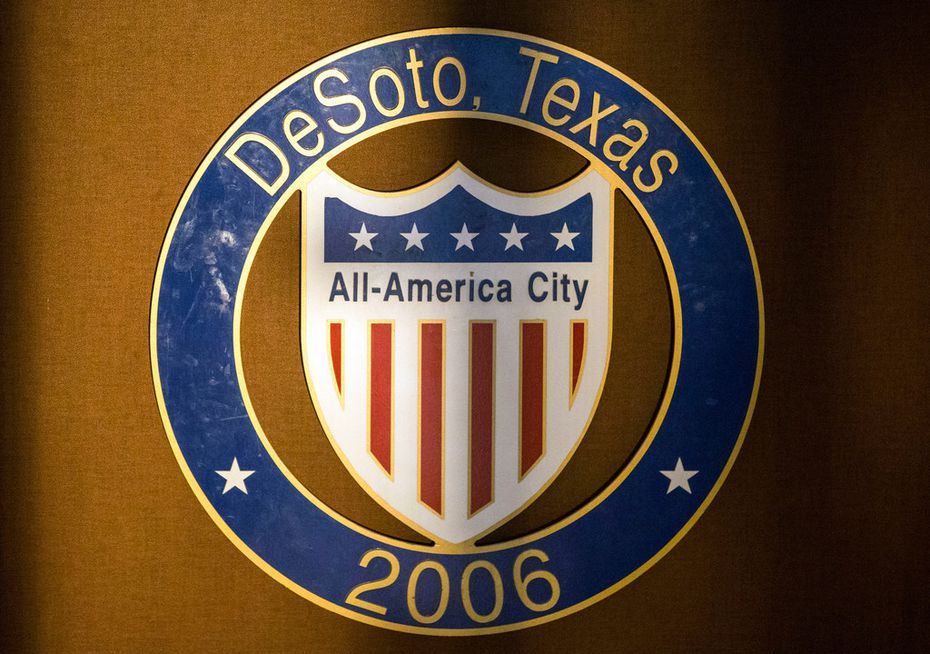 The city of DeSoto may consider whether to grant city employees paid family leave at an upcoming city council meeting.