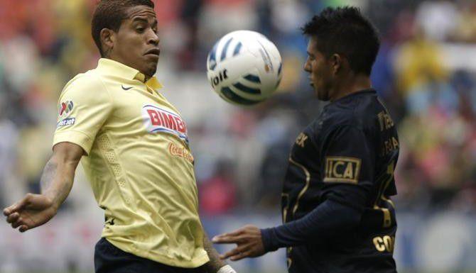 Michael Arroyo (izq.) y el América terminaron primeros en el Apertura y se enfrentan a Pumas, octavos clasificados. (AP/CHRISTIAN PALMA)