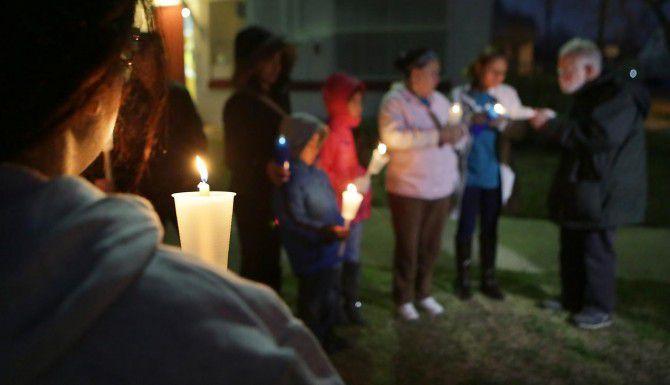 Simpatizantes de los inmigrantes participan en un mitin a favor de la acción diferida en San Antonio. (AP/BOB OWEN)
