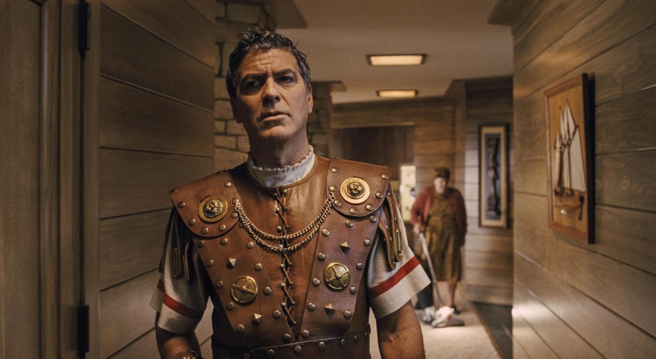 George Clooney interpreta a una estrella de Hollywood secuestrada en medio de una filmación. (UNIVERSAL PICTURES/CORTESÍA)
