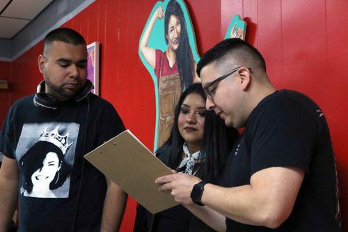 Rafael Tamayo (der.) es el fundador de la iniciativa #214Selena. Foto DMN
