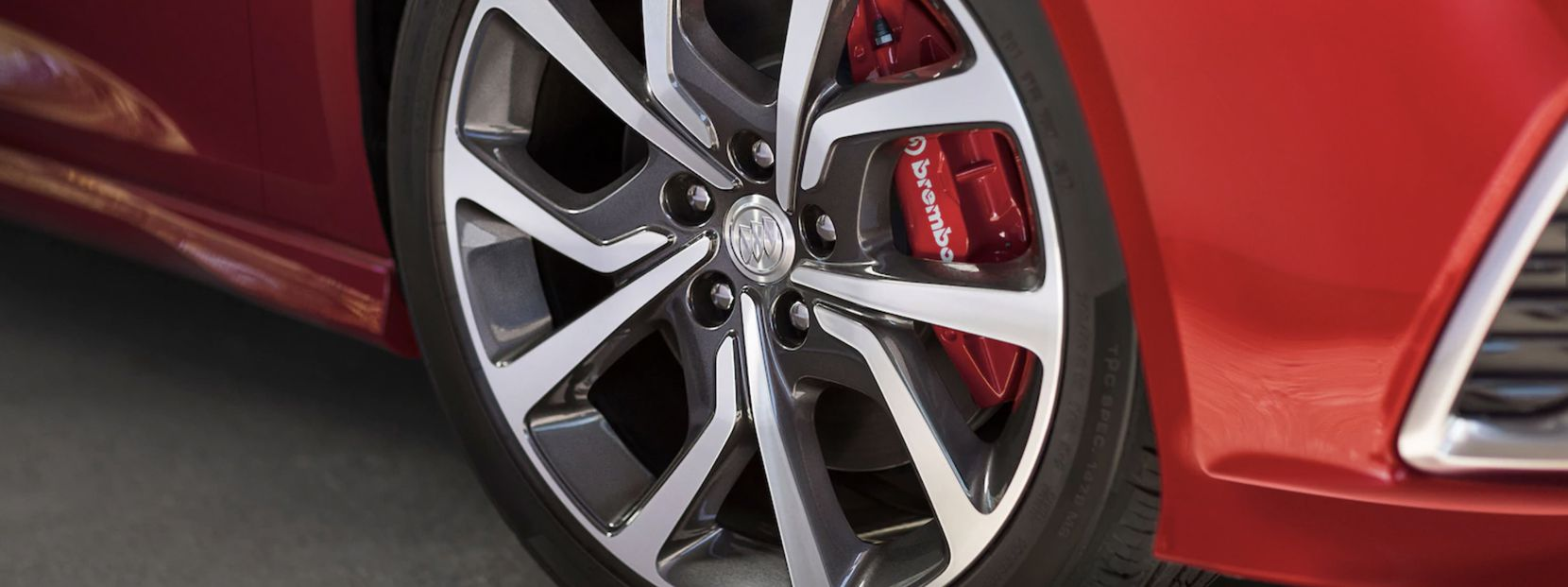 Stylish red brake calipers on the 2018 Buick Regal GS