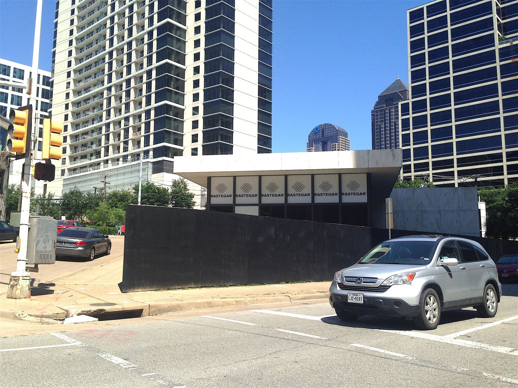 The site is just a block from Klyde Warren Park.