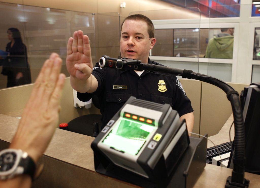 Aduanas y Protección Fronteriza admitió problemas en las computadores de los aeropuertos, incluido en DFW.