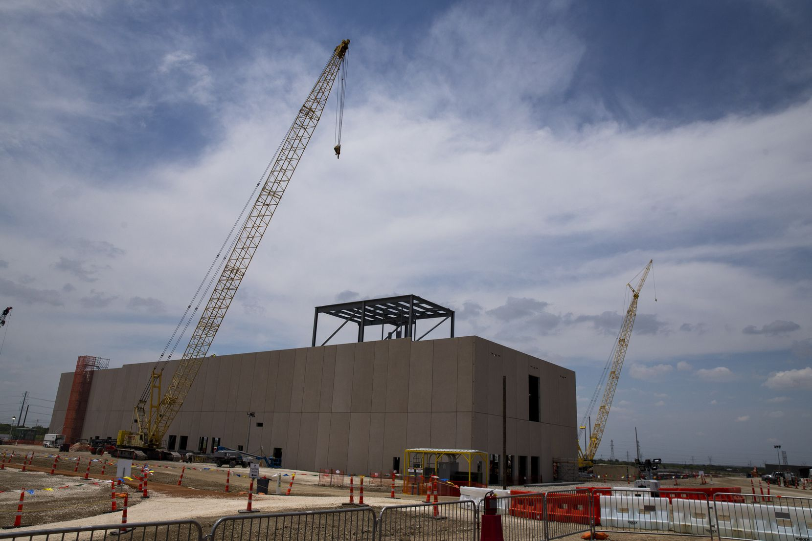 Construction on Google's new data center in Midlothian.
