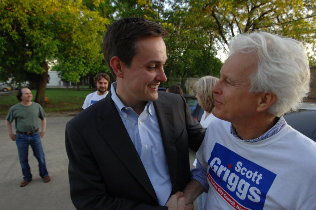 Scott Griggs, in a campaign for the Dallas City Council, shook hands with Winnetka Heights resident Richard Davis.