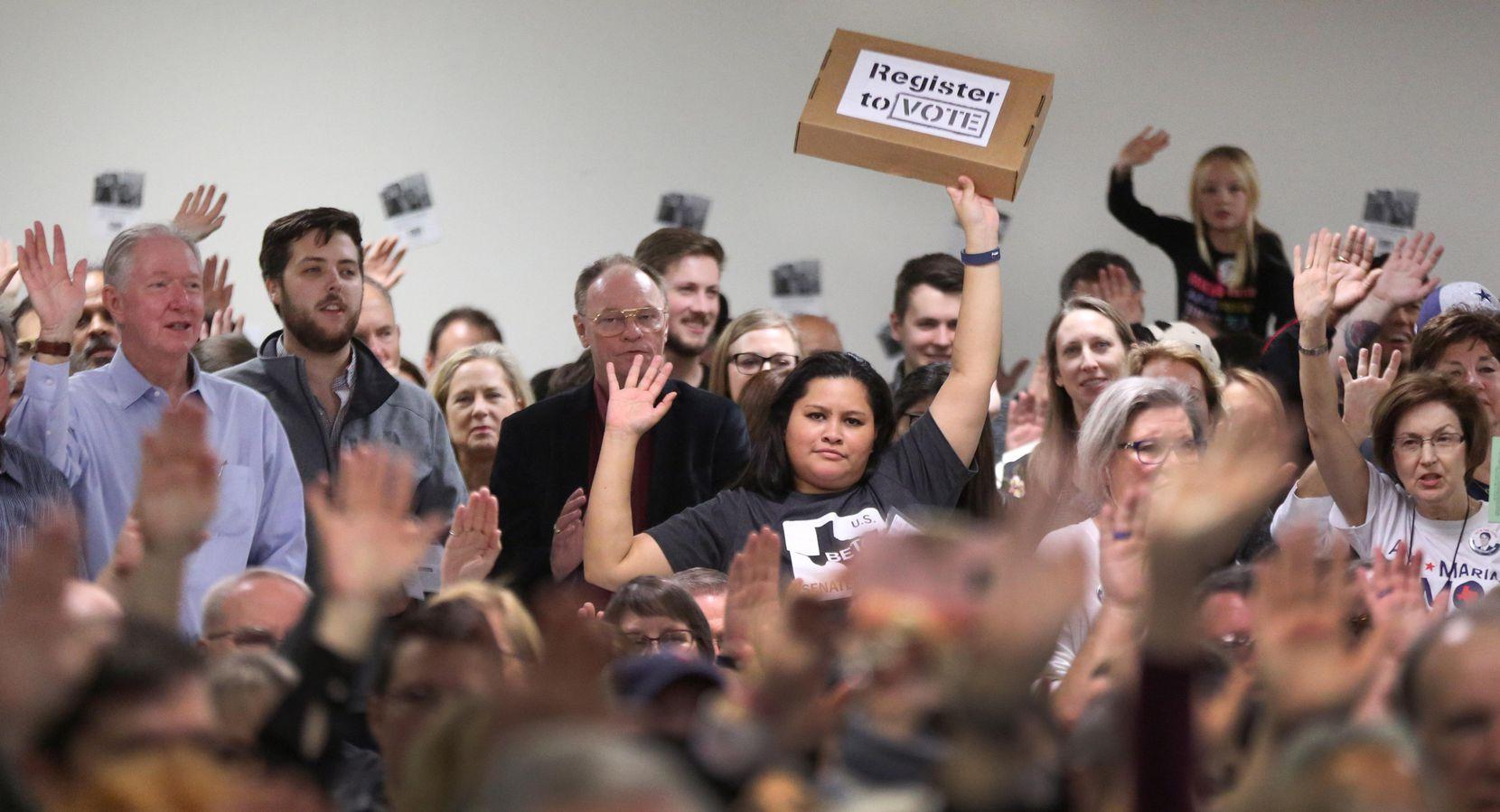 Simpatizantes de Beto O'Rourke, quien ha generado entusiasmo entre los electores demócratas.LOUIS DeLUCA/DMN