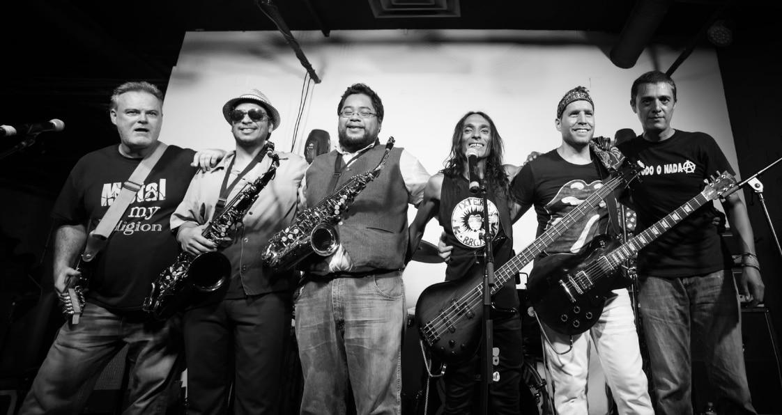 Banda de Dallas, Oktubre, interpreta éxitos del rock argentino. Foto de Facebook de Oktubre