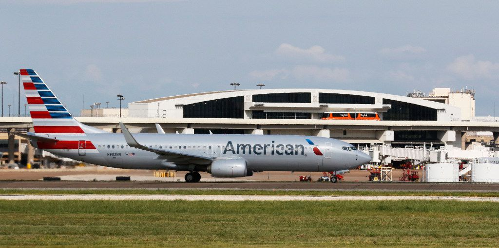 American Airlines plane moves on the tarmac at DFW International Airport