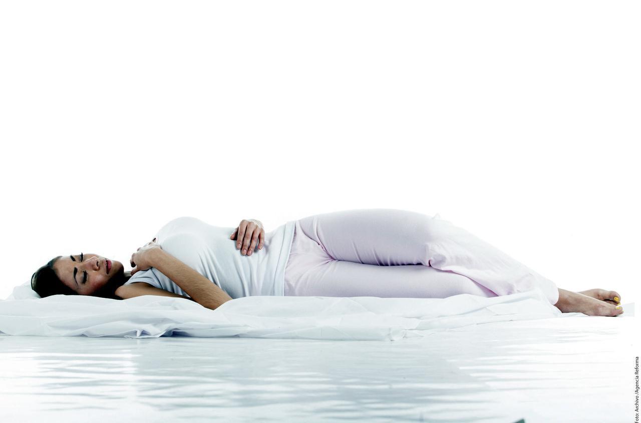Un colchón y almohadas confortables son parte importantes para descansar durante las horas de sueño.(AGENCIA REFORMA)