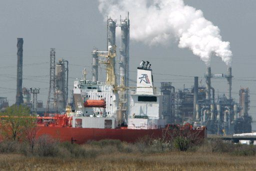 An oil tanker docks by the ConocoPhillips Bayway refinery in New Jersey. (File Photo/The Associated Press)