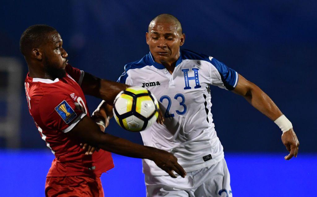 Carlos Sánchez (der.), defensa de Honduras, podría venir al FC Dallas. Foto GETTY IMAGES