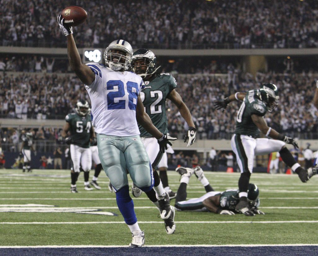 Dallas Cowboys RB Felix Jones (28) leaves Philadelphia Eagles defenders in his wake on a 73-yard touchdown run during the third quarter of the NFC wild card playoff game at Cowboys Stadium in Arlington, Texas, on Saturday, January 9, 2010.   (Photo/Louis DeLuca/The Dallas Morning News)