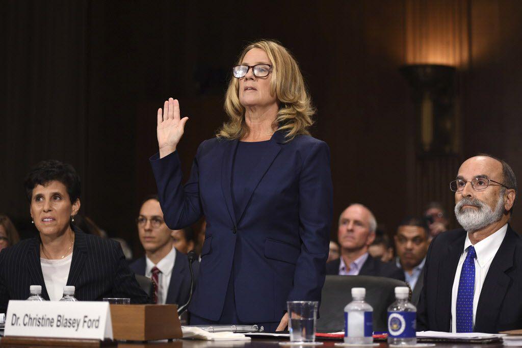 Christine Blasey Ford se dispone a declarar ante el Senado en Washington en la audiencia de confirmación de Brett Kavanaugh a la Corte Suprema. (AP Photo/Andrew Harnik, Pool)