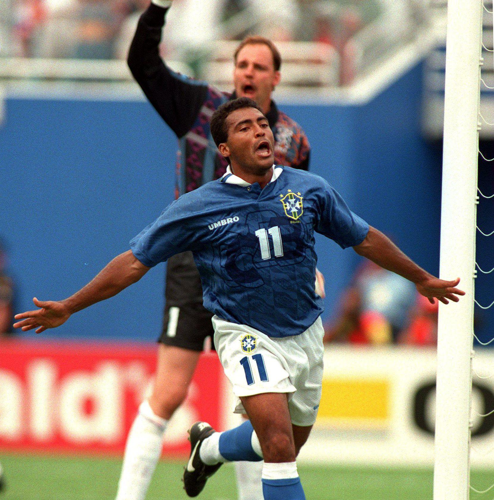 Romario celebra tras anotar gol de Brasil frente a Holanda el 9 de julio de 1994.(GETTY IMAGE)