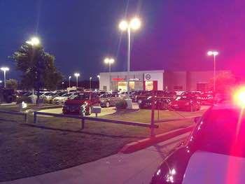 Tres hombres resultaron muertos tras un tiroteo en una concesionaria Nissan en Greenville. Foto DMN