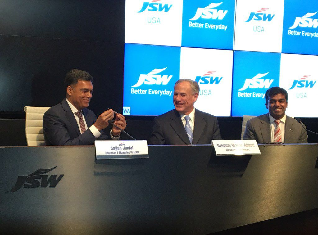 At a news conference in Mumbai, India, Gov. Greg Abbott celebrated the announcement that an Indian firm would invest $500 million in a plant in Baytown.
