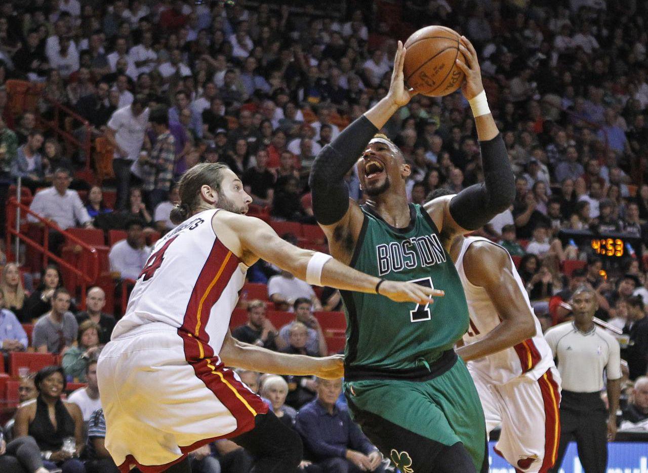 El centro Jared Sullinger (7) y los Celtics jugarán partido de temporada regular contra los Kings de Sacramento el jueves en México. (AP/JOE SKIPPER)