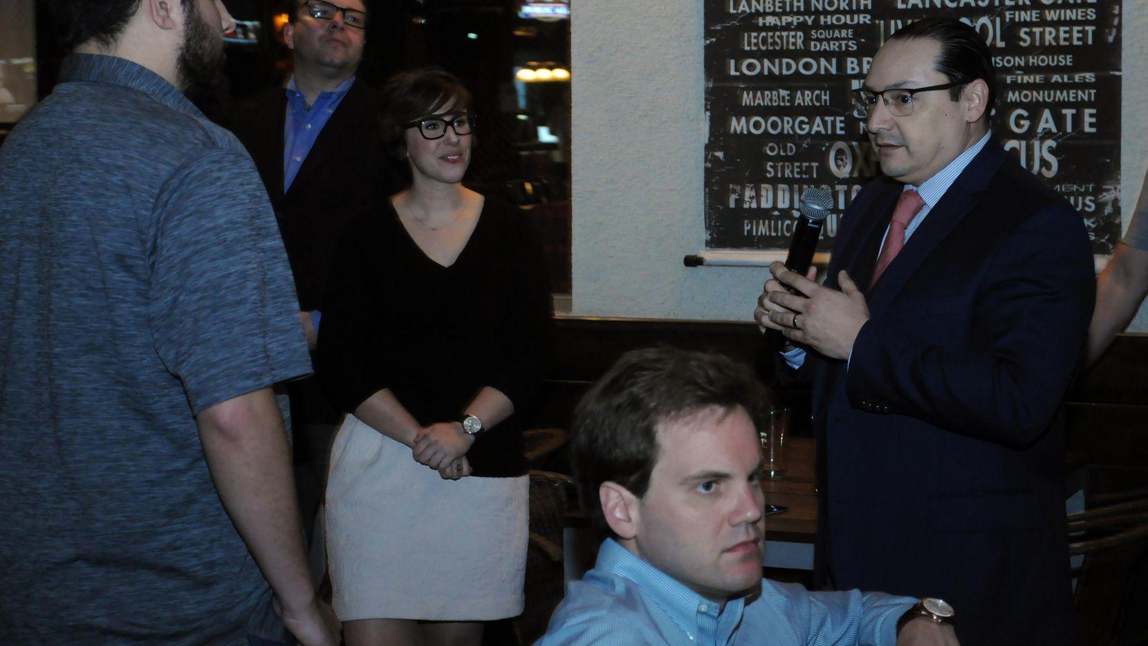 El consul mexicano en Dallas, Francisco de la Torre, tuvo un conversatorio con Jóvenes Republicanos esta semana. (ESPECIAL PARA AL DÍA/JAVIER GIRIBET)