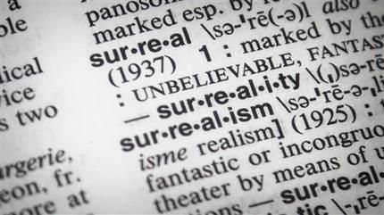 """La entrada para """"surrealista"""" en un diccionario Merriam-Webster en Nueva York. La designación de """"surrealista"""" como palabra del año se basa en un pico de búsquedas durante 2016. (BEBETO MATTHEWS/AP)"""