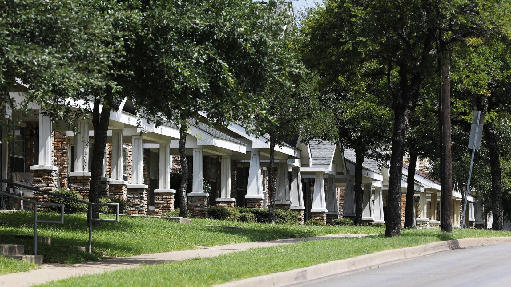 Viviendas en Elsie Faye Heggins St. al sur de Dallas. (DMN/DAVID WOO)