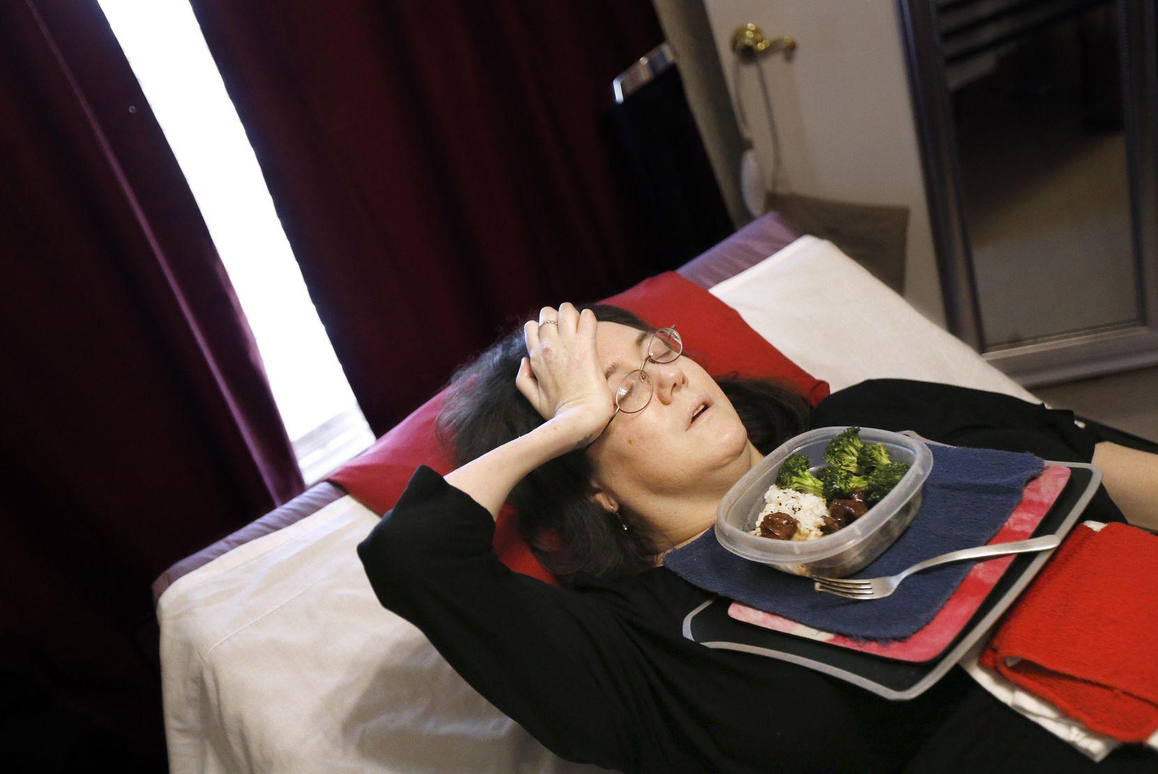 Heather Powell, parapléjica desde hace más de una década, tuvo que esperar más de dos años por una cama especial. La compañía encargada de su cuidado le dio una nueva cama solo cuando The Dallas Morning News empezó a hacer preguntas. TOM FOX/DMN