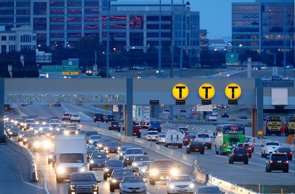 Cars pass through the automated NTTA toll station on the President George Bush Turnpike during rush hour in Irving, Texas, Monday, December 19, 2016. (Tom Fox/The Dallas Morning News)