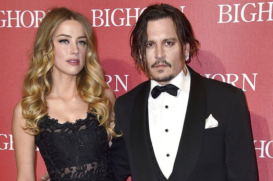 ARCHIVO – En esta fotografía del 2 de enero de 2016, Amber Heard y Johnny Depp durante un evento en Palm Springs, California. (Foto por Jordan Strauss/Invision/AP, Archivo)