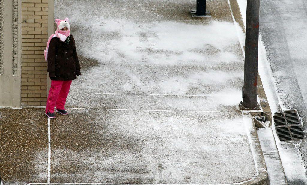 La nieve sorprendió a muchos en el centro de Dallas. / (Tom Fox/The Dallas Morning News)