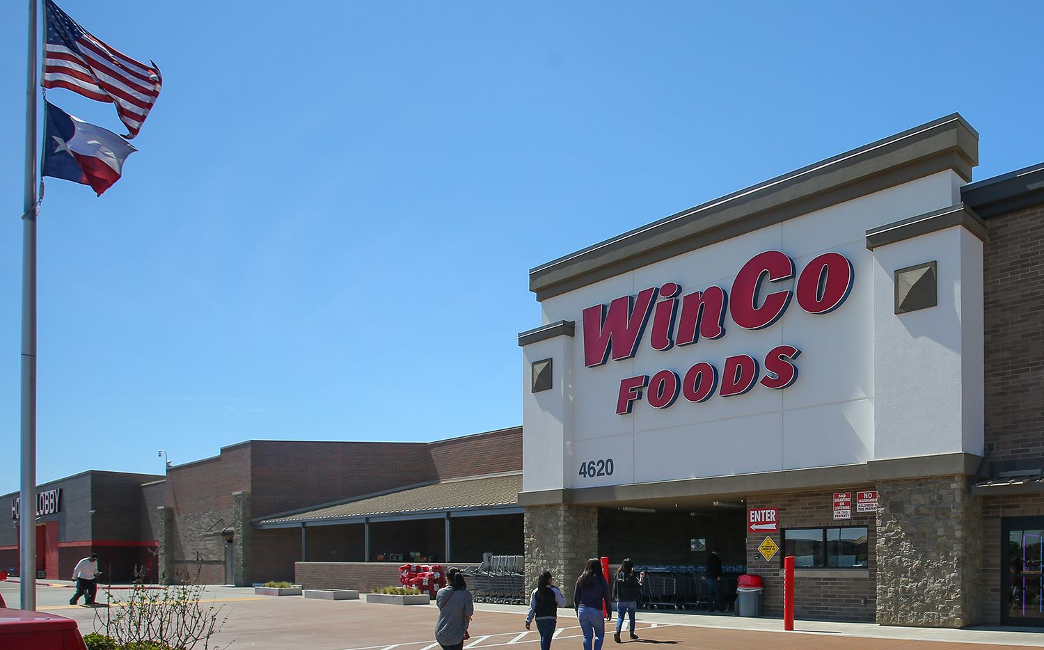 The Bardin Place shopping center in Arlington sold.