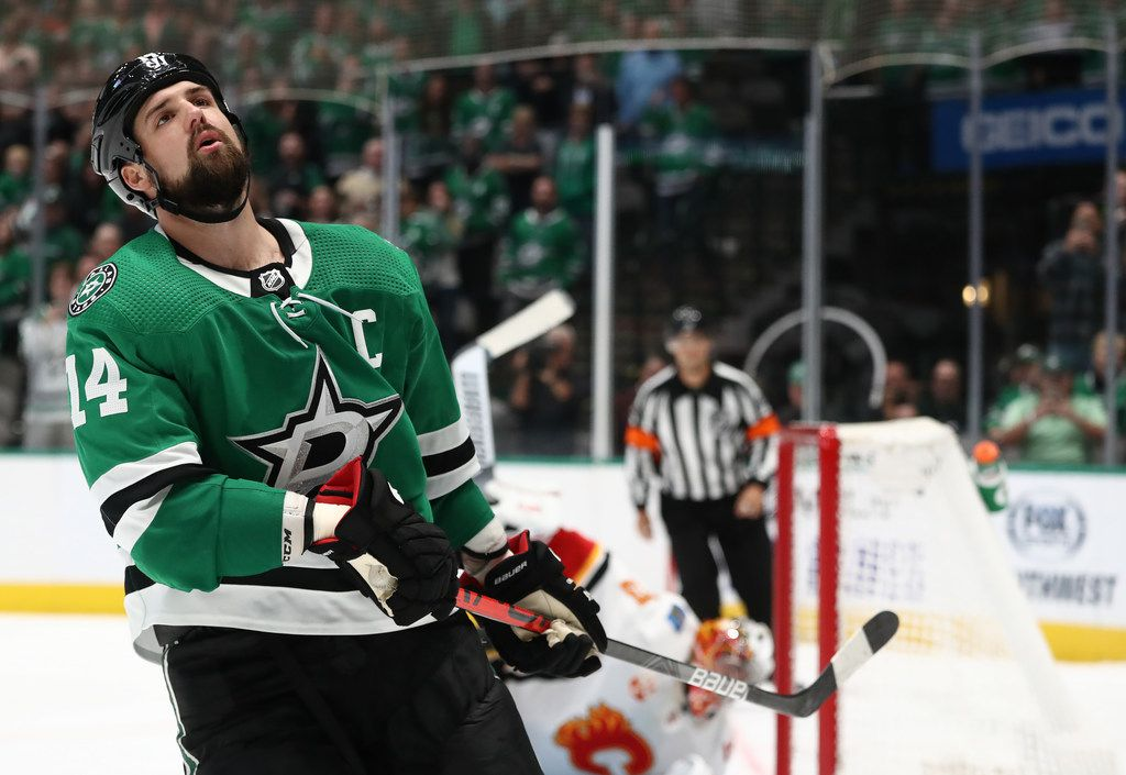 DALLAS, TEXAS - OCTOBER 10:  Jamie Benn #14 of the Dallas Stars reacts after a save by David Rittich #33 of the Calgary Flames during a shootout at American Airlines Center on October 10, 2019 in Dallas, Texas. (Photo by Ronald Martinez/Getty Images)