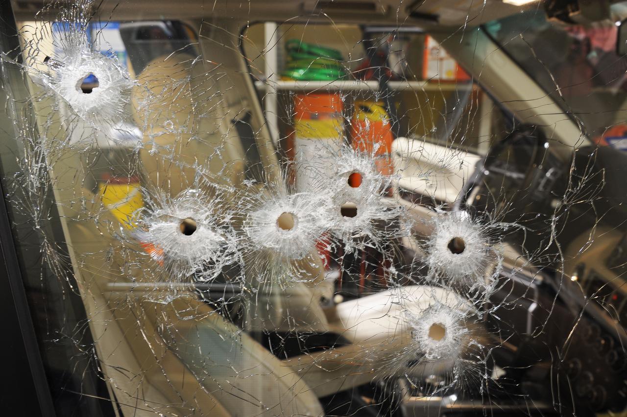 La ventana de la camioneta Range Rover de Juan Jesús Guerrero Chapa quedó perforada por las balas. El abogado fue asesinado en Southlake Town Square.