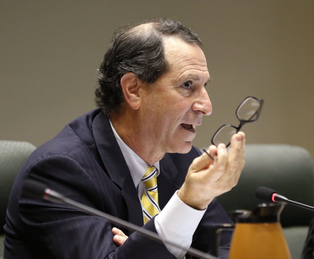 Dallas City Councilmember Lee M. Kleinman takes part in the council meeting on Tuesday, November 10, 2015 at Dallas City Hall. Kleinman is running for a third term against real estate blogger Candy Evans, his neighbor. (David Woo/The Dallas Morning News)