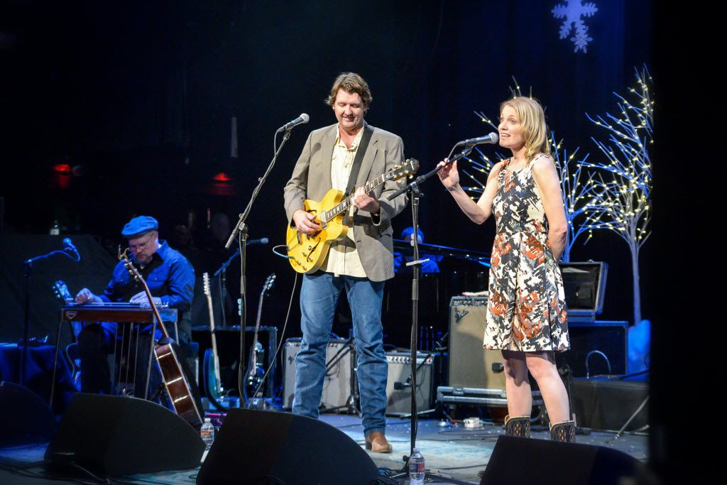 Bruce Robison and Kelly Willis, shown here in 2015, are returning for a Christmas concert Dec. 15.