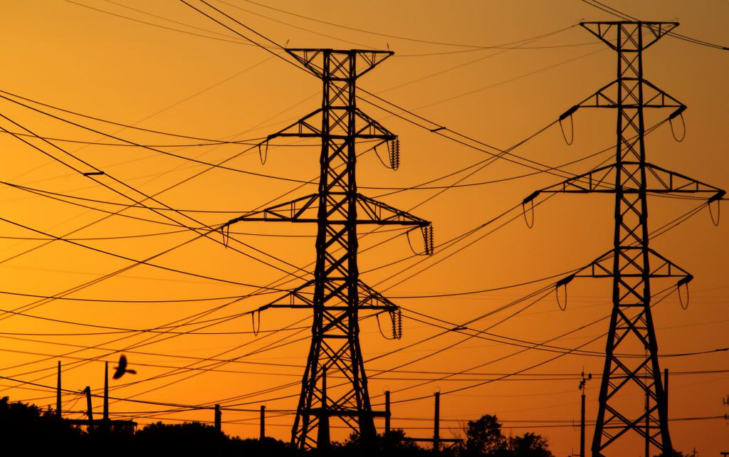 Oncor owns  more than 121.000 miles of power lines in Texas. (Courtney Perry/The Dallas Morning News)