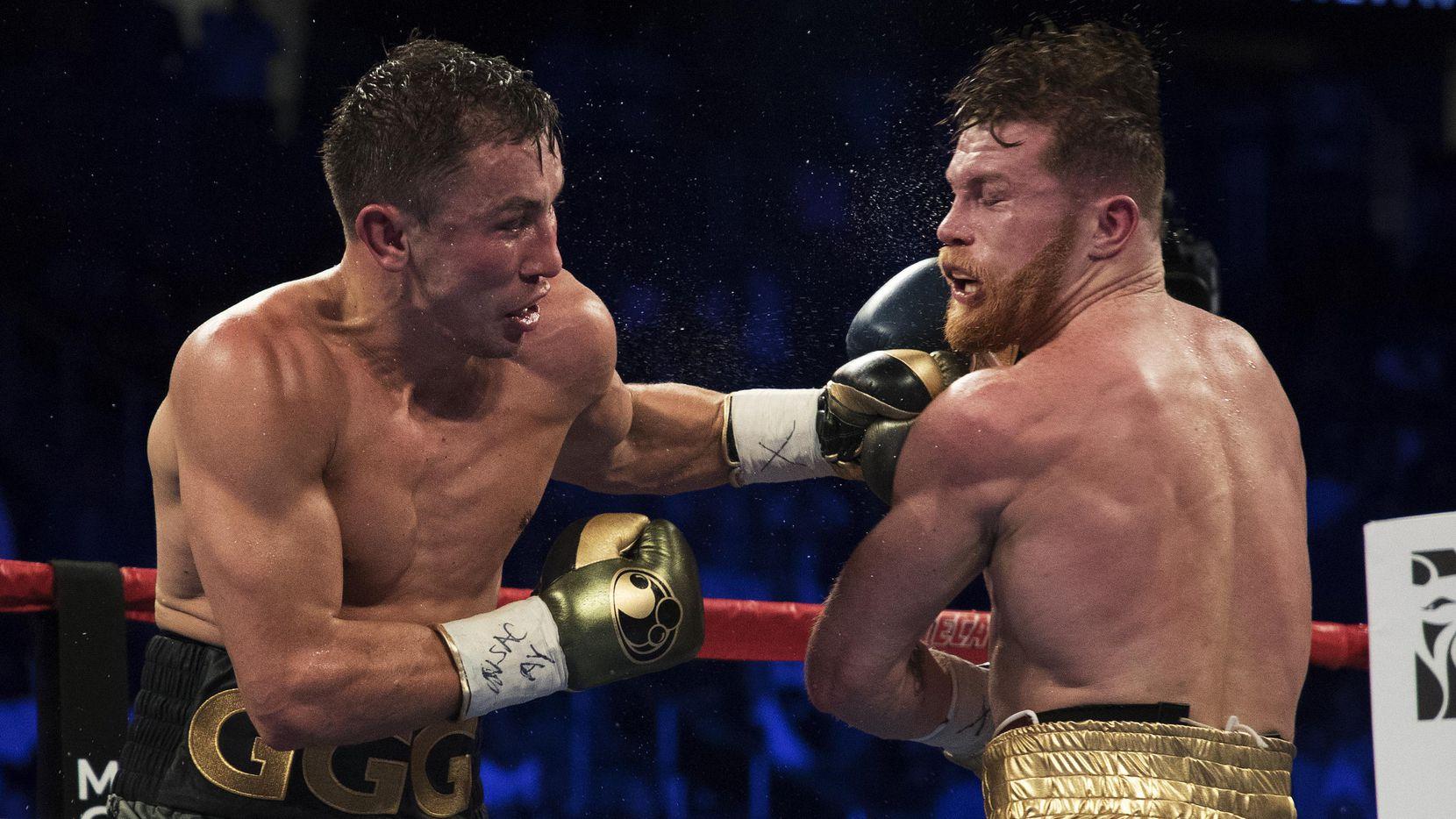 Gennady Golovkin golpea a Saúl Álvarez durante su pelea el 16 de septiembre en Las Vegas. (Getty Images/Al Bello)