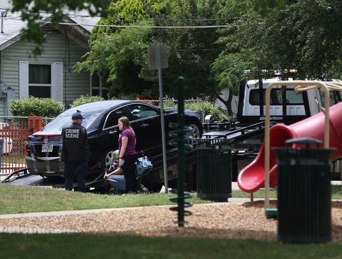 Dos cuerpos fueron hallados en un Cadillac negro estacionado cerca de Pueblo Park, en West Dallas. ROSE BACA/DMN