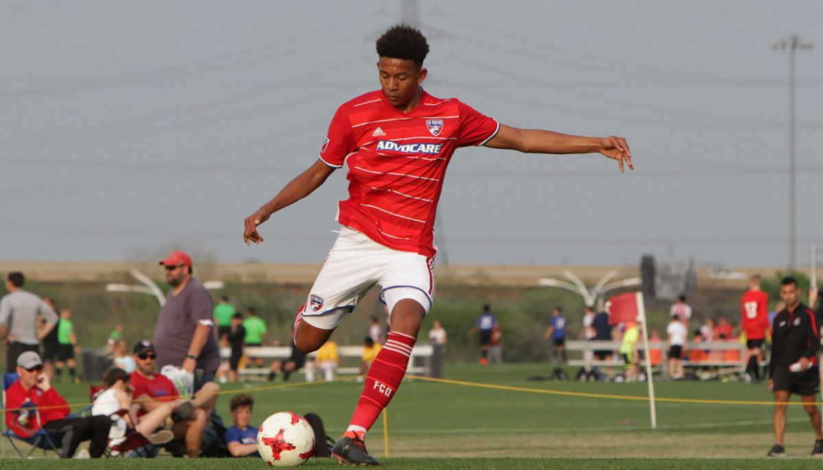 Chris Richards playing for the FC Dallas U19s in the 2018 Dallas Cup.
