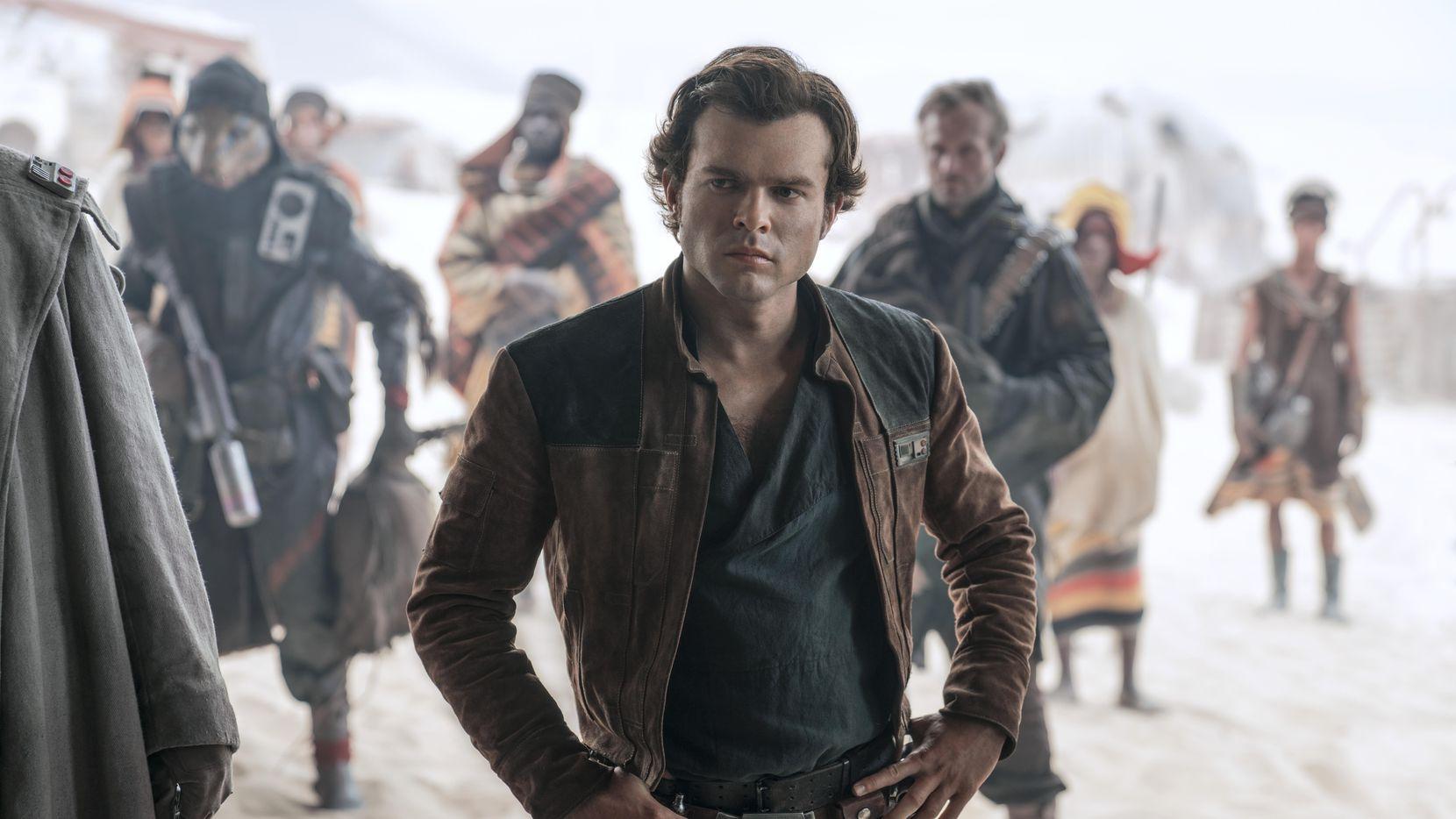 """Alden Ehrenreich interpreta a Han Solo, rol que iconizó Harrison Ford, en la nueva cinta """"Solo: A Star Wars Story""""."""