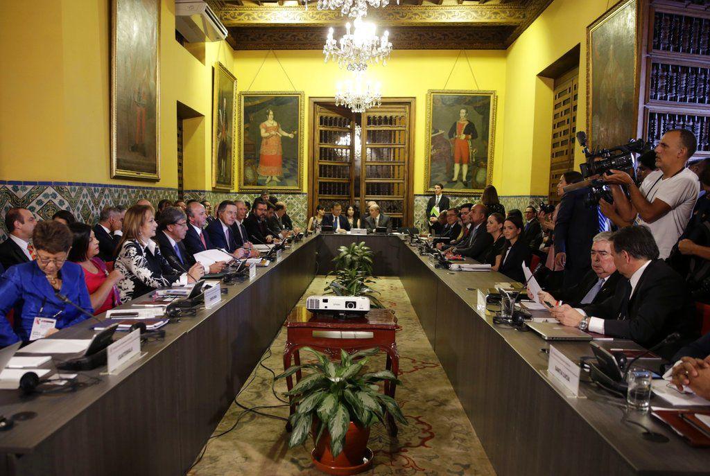 Los ministros de Relaciones Exteriores del Grupo de Lima se reúnen para hablar sobre la crisis en Venezuela en Lima, Perú, el viernes 4 de enero de 2019.  (AP Foto / Martín Mejía)