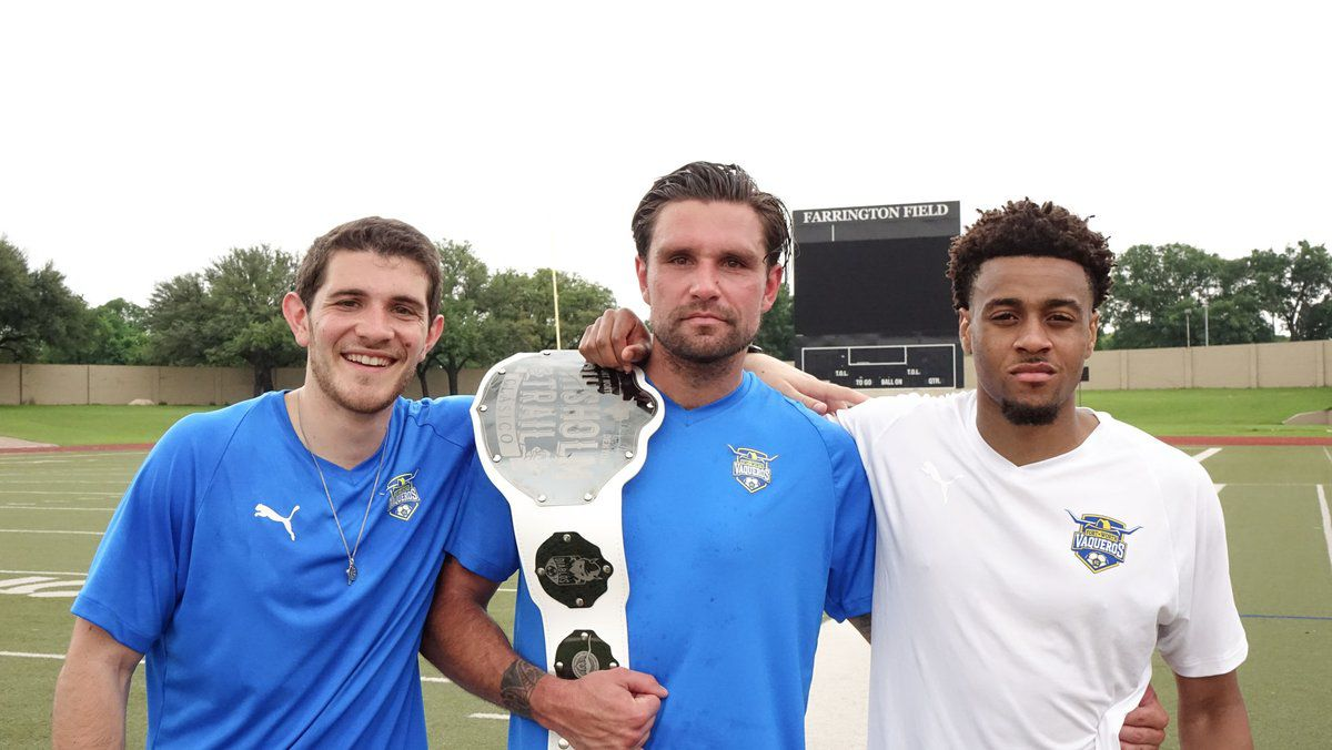 Fort Worth Vaqueros with the Chisholm Trail Clásico belt.