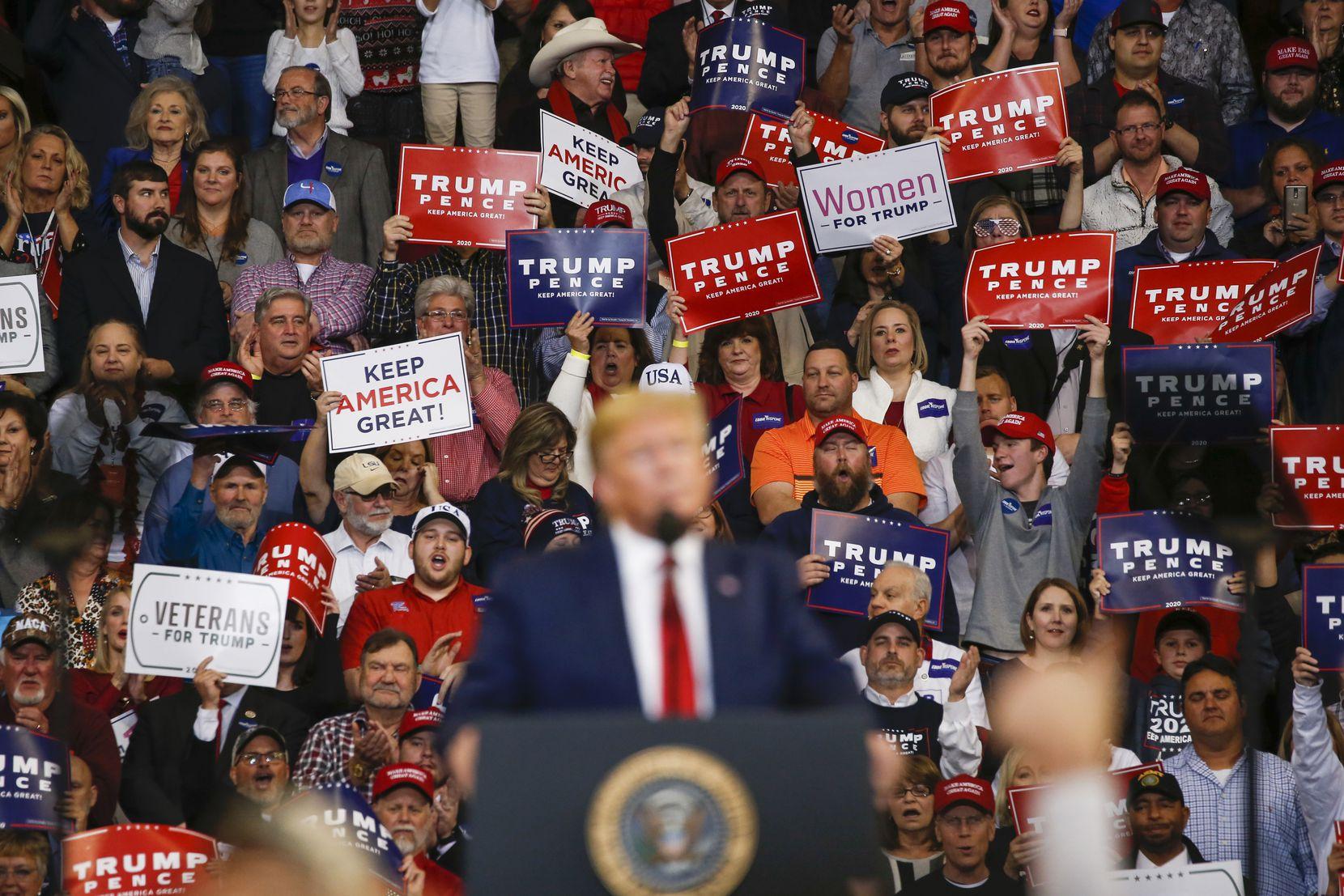 Le président Donald Trump a pris la parole lors d'un rassemblement de réélection à Bossier City, en Louisiane, le 14 novembre 2019.
