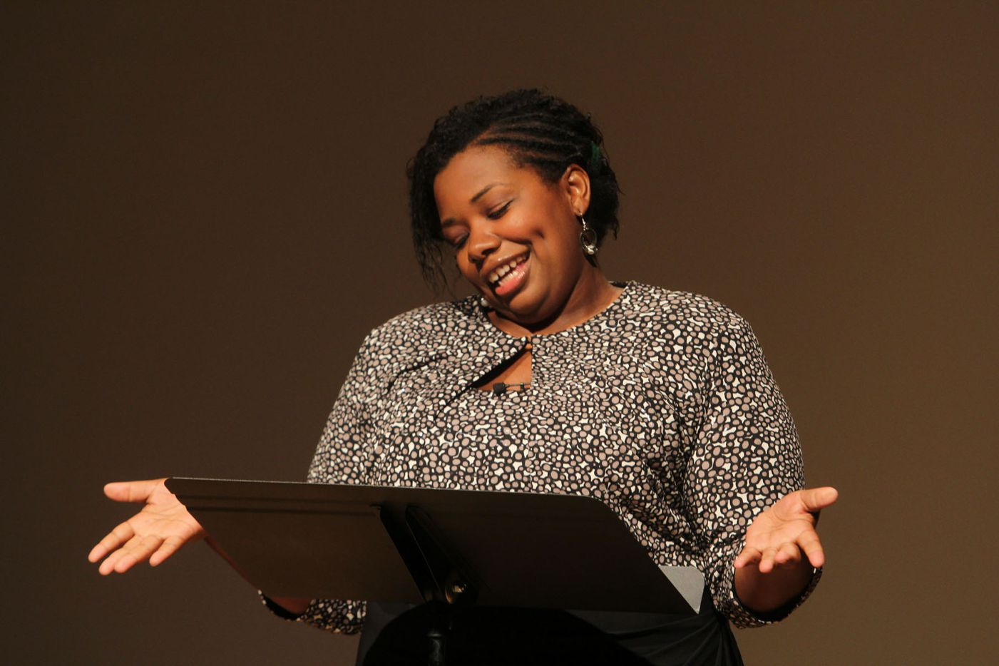 """Julia Cotton performed her story """"Outside the Box""""€ at Oral Fixation's """"The Best of Season Four"""" at the Dallas Museum of Art on August 15, 2015"""