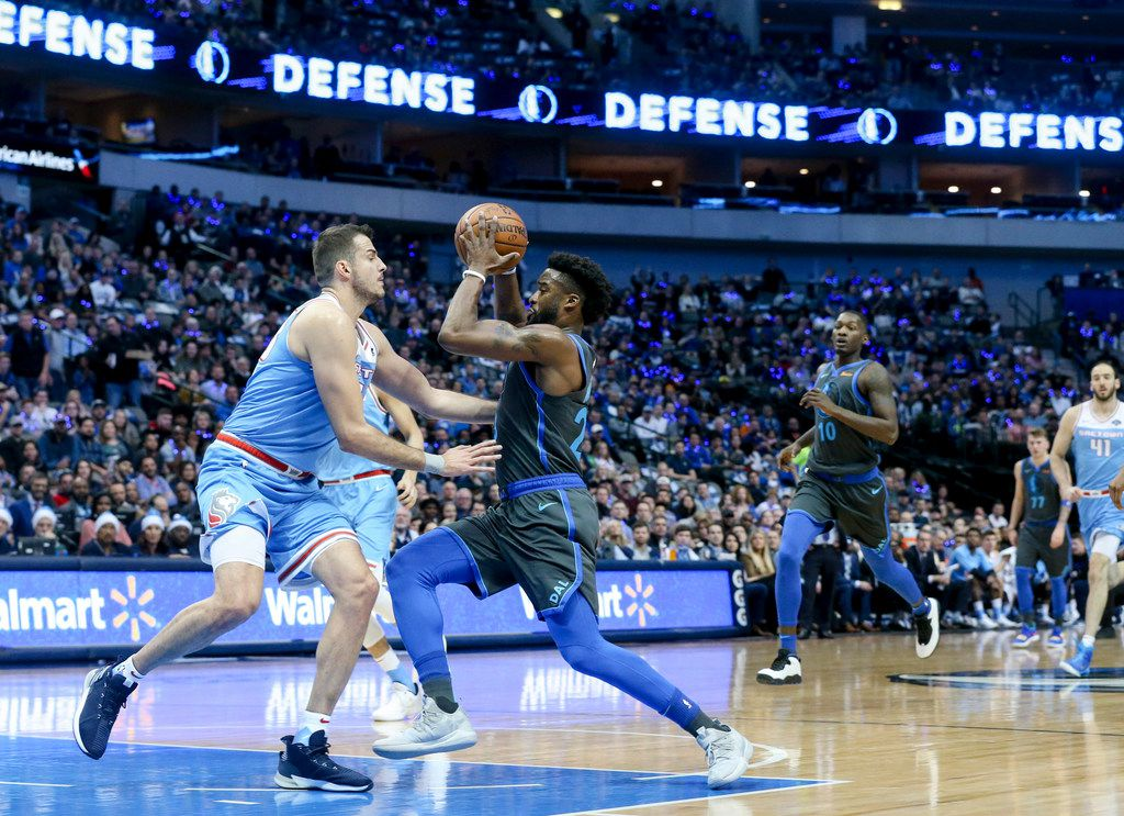 Mavericks guard Wesley Matthews (23) drives past Sacramento Kings forward Nemanja Bjelica (88) during the first half of a game at American Airlines Center on Sunday, Dec. 16, 2018. (Shaban Athuman/The Dallas Morning News)