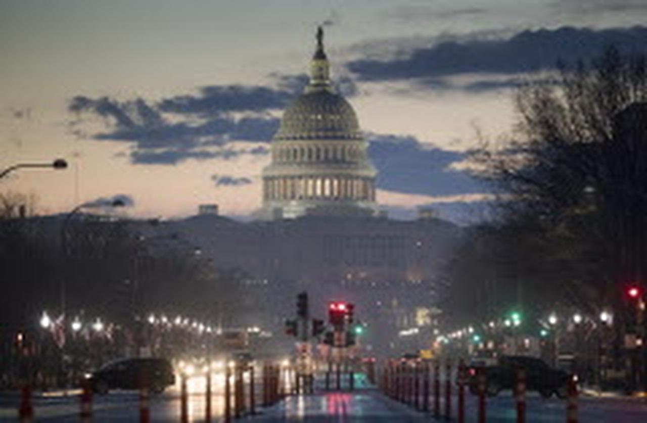 Washington, la capital, a primeras horas de la mañana del miércoles, mientras que la ciudad se prepara para la toma de posesión de Trump el viernes.  ——- (AP  ——-/J. SCOTT. APPLEWHITE   ——-)