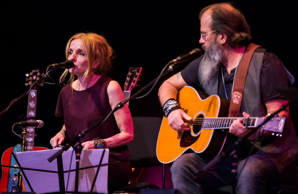 Patty Griffin and Steve Earle perform at Lampadusa: Concerts for Refugees in Dallas.