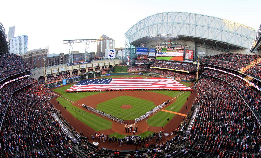 El Minute Maid Park de Houston era la sede donde se debían enfrentar Rangers y Astros del martes al jueves (Bob Levey/Getty Images)